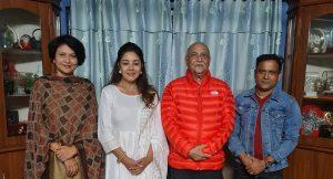 अभिनेत्री मानन्धरले पूर्वप्रधानमन्त्री केपी शर्मा ओलीसँग भेटिन्